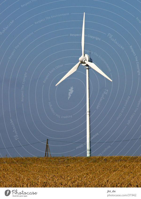 windrad solo 3 Himmel Sommer Industrie Energiewirtschaft Elektrizität Kabel Windkraftanlage Kornfeld