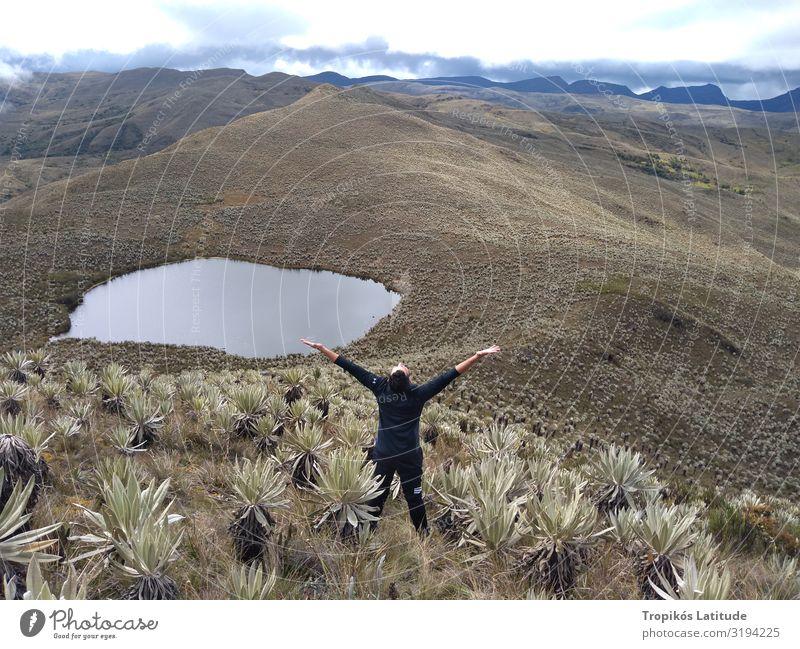 Mensch Himmel Natur Mann Pflanze schön Landschaft Freude Berge u. Gebirge Erwachsene natürlich Freiheit See Horizont wandern Körper