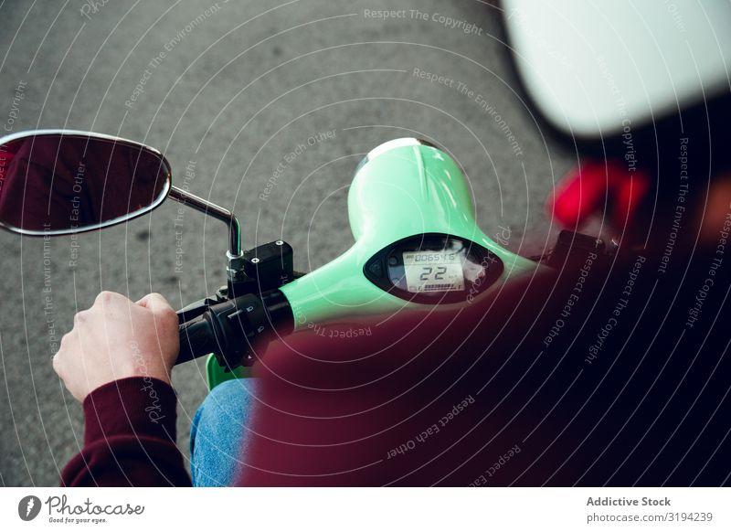Erste Personenansicht des Motorradgeschwindigkeitsmessers erste Mensch Aussicht Reiten Motorradfahren Straße Ferien & Urlaub & Reisen Asphalt Geschwindigkeit