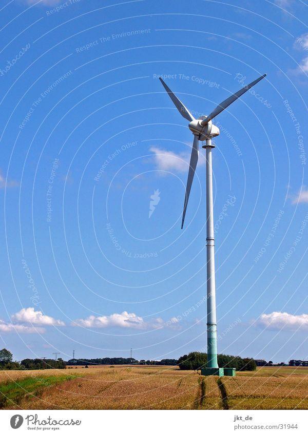 windrad im kornfeld 1 Sommer Kornfeld Elektrizität Mecklenburg-Vorpommern August Windkraftanlage Erneuerbare Energie Himmel blau