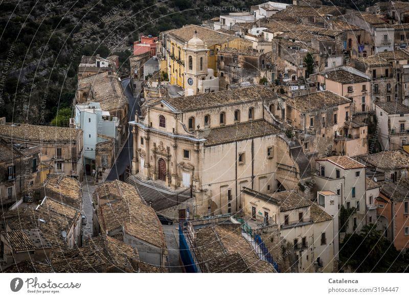 """Blick von oben auf einen Teil der Stadt Ragusa Vogelperspektive Stadtteil Sizilien"""" Dächer Dac Haus Architektur Fassade Fenster alt Altstadt Gebäude Bauwerk"""