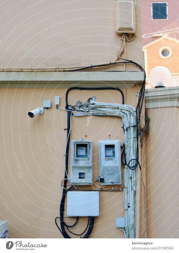Stromsache Baustelle Energiewirtschaft Kabel Stromkreis Stromrechnung Stromtransport Stromverbrauch Griechenland Altstadt Fassade Wand retro Armut Netzwerk
