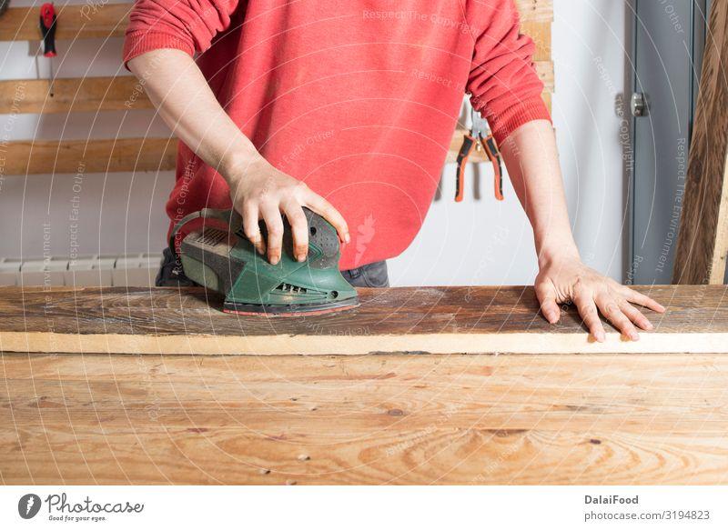 Frau beim Schleifen eines restaurierten Holzes Stil Freizeit & Hobby Dekoration & Verzierung Möbel Arbeit & Erwerbstätigkeit Erwachsene Hand Kunst alt retro