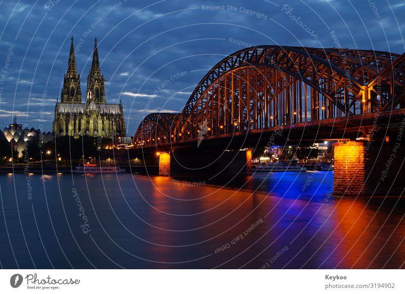 Kölner Dom und Rheinbrücke Tourismus Ausflug Sightseeing Stadt Stadtzentrum Skyline Brücke Sehenswürdigkeit Wahrzeichen Horizont Dombrücke Farbfoto