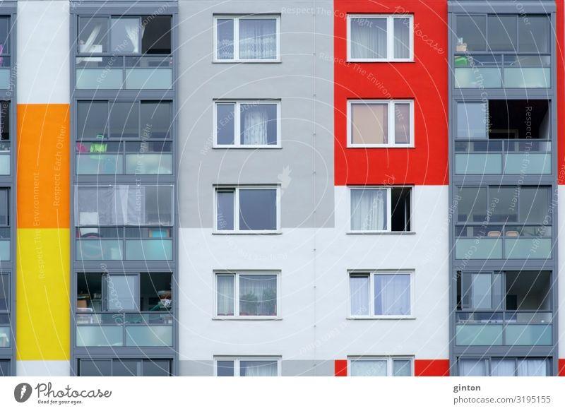 Fenster mehrstöckiges Wohngebäude Wohnung Haus Einfamilienhaus Bauwerk Gebäude Architektur Fassade ästhetisch eckig modern gelb Plattenbau Neubau