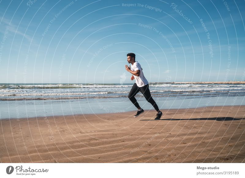 Mensch Mann Erholung Strand Lifestyle Erwachsene Sport Freizeit & Hobby Körper Aussicht Aktion genießen Fitness Energie sportlich Körperpflege
