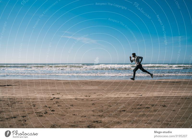 Porträt eines sportlichen Laufkünstlers. Lifestyle Körperpflege Erholung Freizeit & Hobby Strand Sport Joggen Mensch Mann Erwachsene Fitness genießen Tatkraft