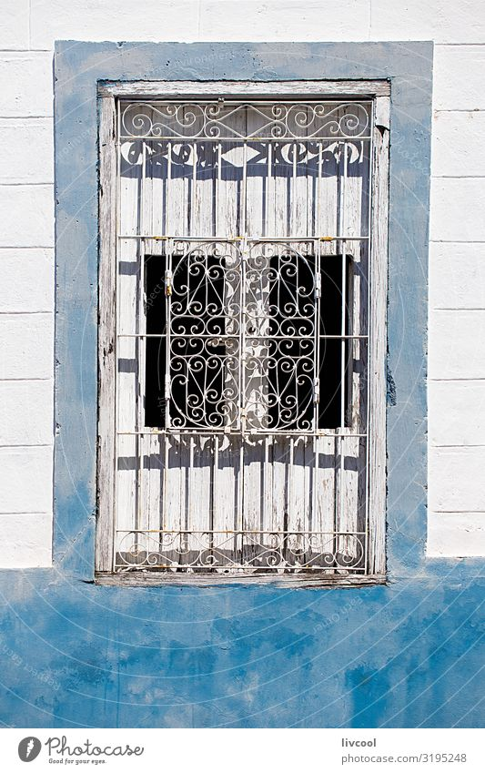 weißes fenster auf blauer wand , santiago de cuba - kuba Lifestyle Stil Leben Ferien & Urlaub & Reisen Tourismus Ausflug Insel Haus Dekoration & Verzierung