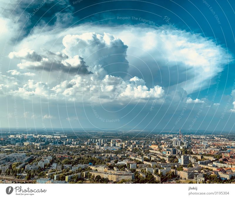 Erscheinung Himmel Sommer Stadt Haus Wolken Tier Architektur Gebäude Horizont Wetter Aussicht Hochhaus Schönes Wetter Vergänglichkeit Klima Bauwerk