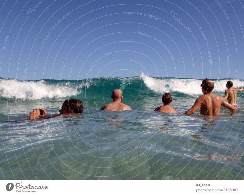 Warten auf die Welle Schwimmen & Baden Ferien & Urlaub & Reisen Sommer Sommerurlaub Sonne Meer Wellen Mensch Körper 5 Menschengruppe Umwelt Natur Wasser