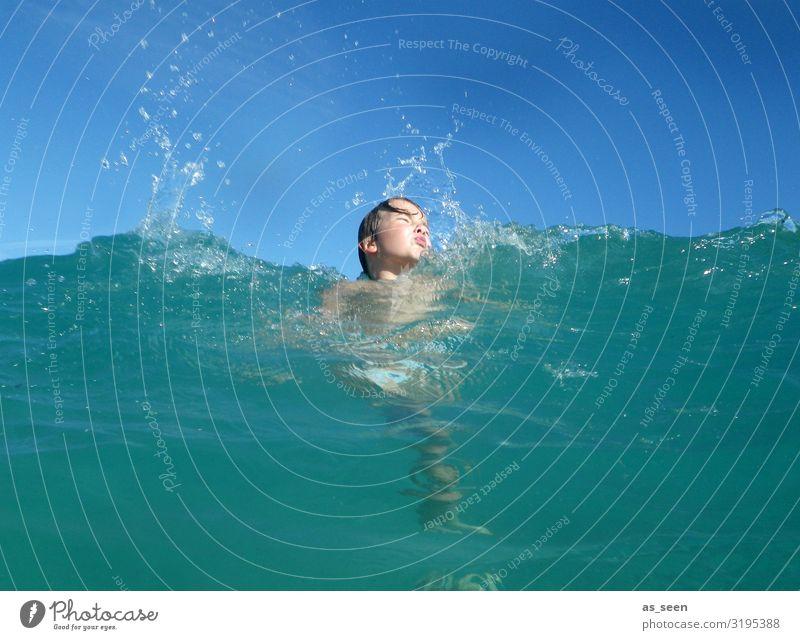 Spaß im Meer Junge Kindheit Gesicht 1 Mensch Umwelt Natur Landschaft Urelemente Luft Wasser Himmel Sonne Sommer Schönes Wetter Wellen Nordsee Ostsee