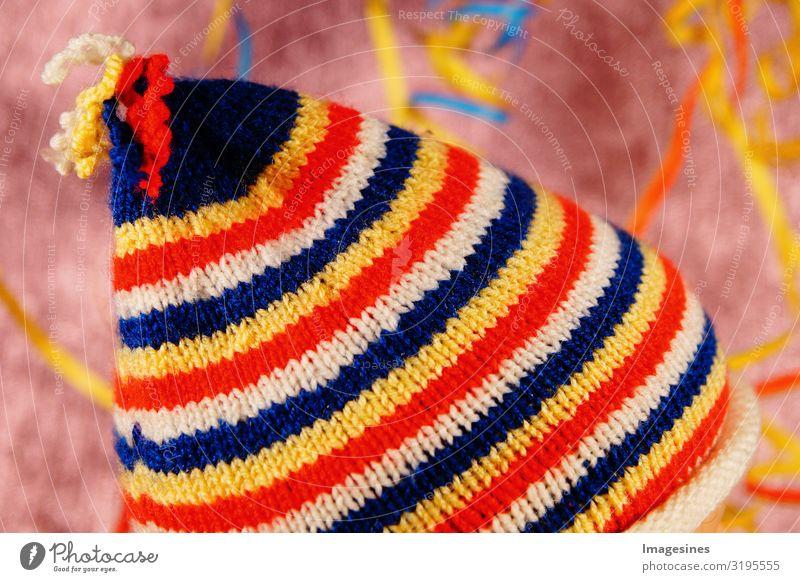 "Narrenkappe Mütze Karneval gestrickt Karnevalshut Mode Bekleidung Hintergrundbild Freude ""textur muster stoff wolle textil bunt abstrakt farbe rot gestreift"
