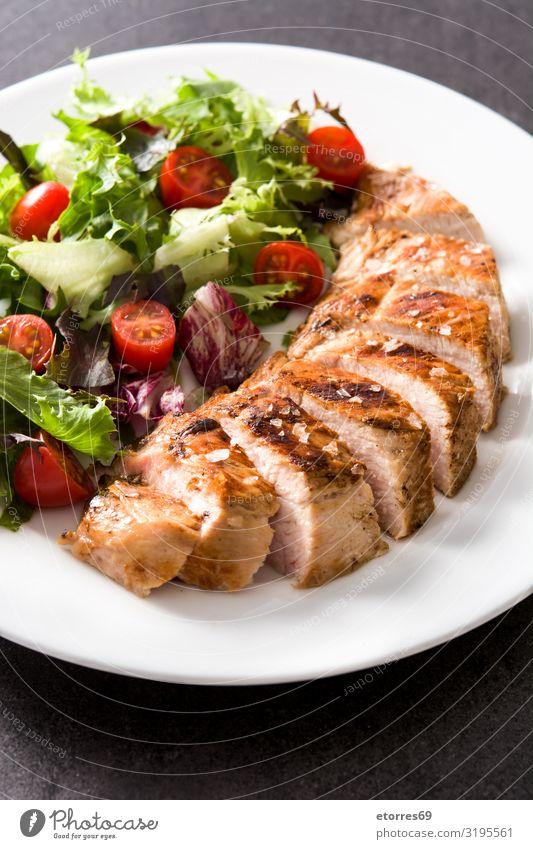 Gegrillte Hähnchenbrust mit Gemüse auf einem Teller Lebensmittel Gesunde Ernährung Foodfotografie Fleisch Mahlzeit grillen Abendessen Fisch Schweinefleisch