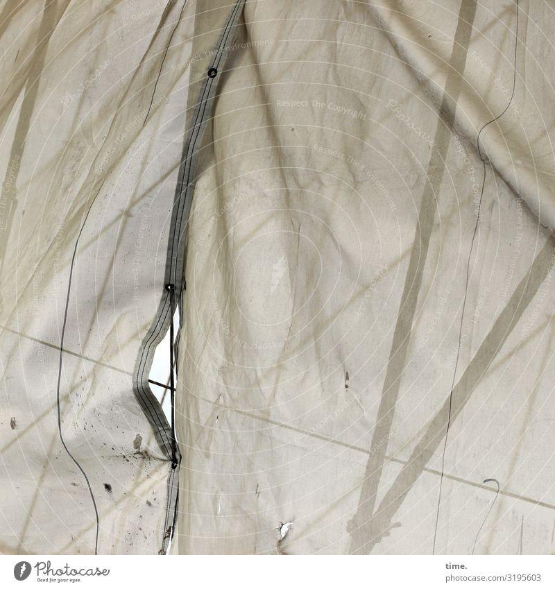 Geschichten vom Zaun (60) Arbeit & Erwerbstätigkeit Arbeitsplatz Baustelle Handwerk Verpackung Bauzaun Bauplane Abdeckung Falte Faltenwurf Metall Kunststoff