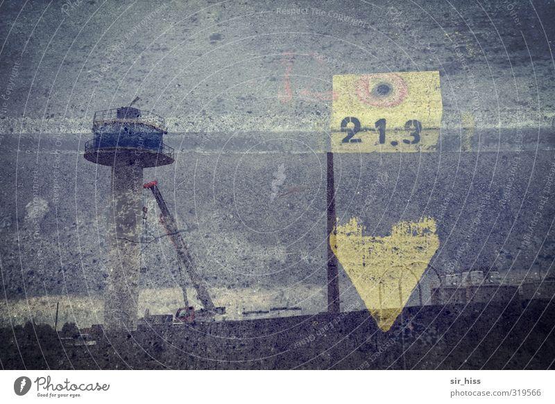 Aussichtspunkt 21.3 blau schwarz gelb grau Horizont Business Arbeit & Erwerbstätigkeit modern gefährlich trist Schriftzeichen Hinweisschild beobachten Sicherheit Turm Industrie
