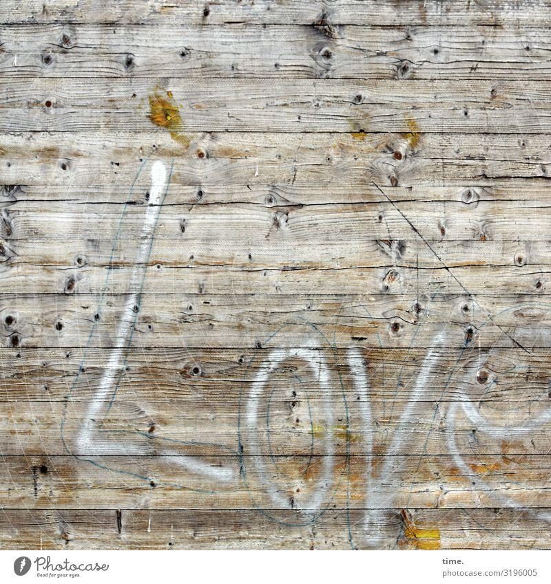 Holzliebhaber*in | Geschriebenes Baustelle Mauer Wand Zaun Bauzaun Maserung Schriftzeichen Linie Streifen kaputt trashig Stadt Gefühle Leidenschaft Liebe