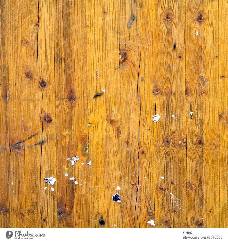 Geschichten vom Zaun (69) Mauer Wand Bauzaun Holzwand Maserung Klebespuren Linie Streifen hell trashig trist trocken Stadt gelb Leben Ausdauer standhaft