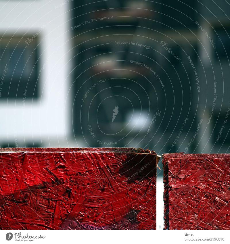 Geschichten vom Zaun (LIII) Arbeitsplatz Baustelle Hamburg Haus Bauzaun Holzplatte rot Sicherheit Schutz Ausdauer standhaft Ordnungsliebe bedrohlich Verbote