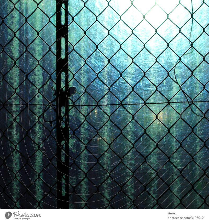 Geschichten vom Zaun (LIV) Baustelle Handwerk Bauzaun Maschendraht Maschendrahtzaun lichtplatte wellplatte Metall Kunststoff Linie Streifen Netzwerk bedrohlich