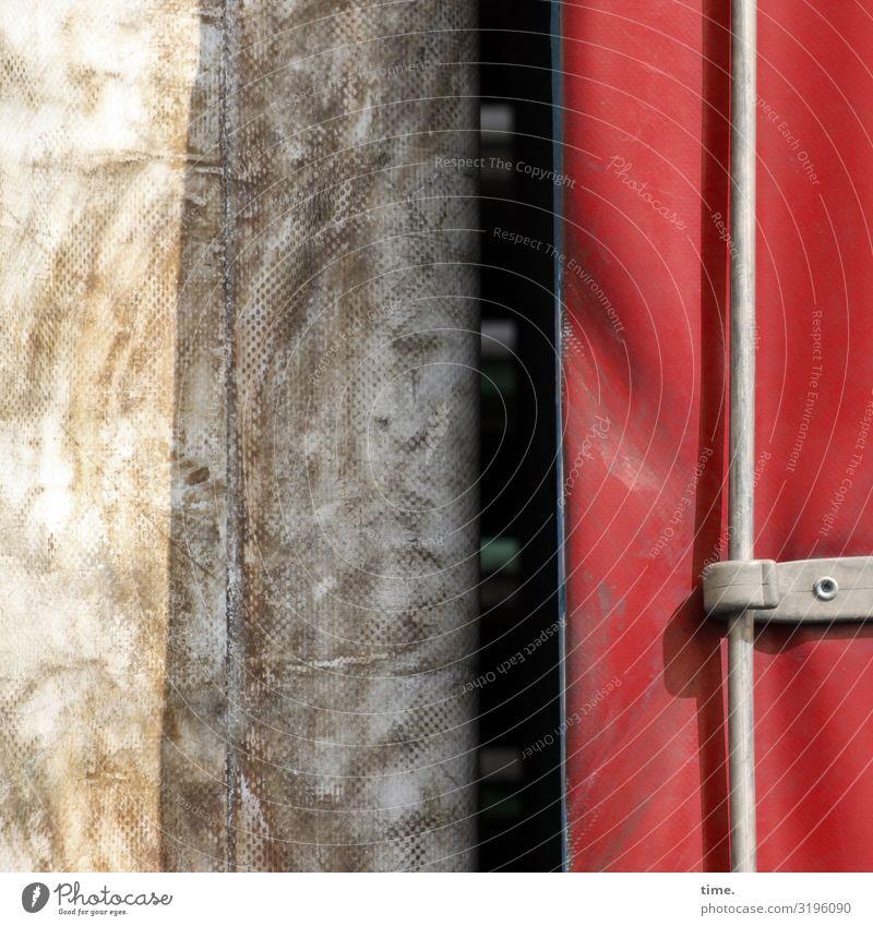 voll verplant (6) plane weiß falte kunststoff sonnig fleck abdeckung schutz sicherheit geheimnis rätsel inspiration stramm öse haken rot schatten dreckig