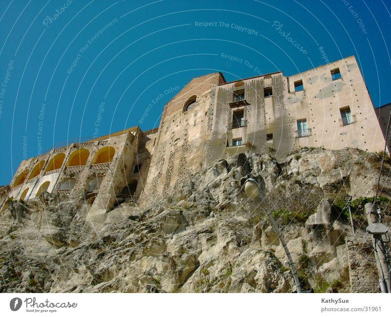 Felshaus Stein Architektur Felsen Perspektive Italien historisch