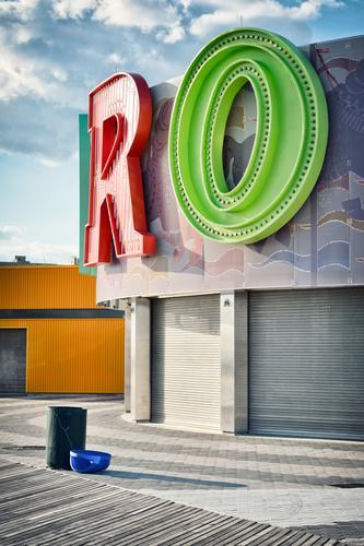 R + O ganz bunt und froh Ferien & Urlaub & Reisen Stadt Farbe grün rot Haus Freude Architektur Feste & Feiern Gebäude Spielen Ausflug Freizeit & Hobby