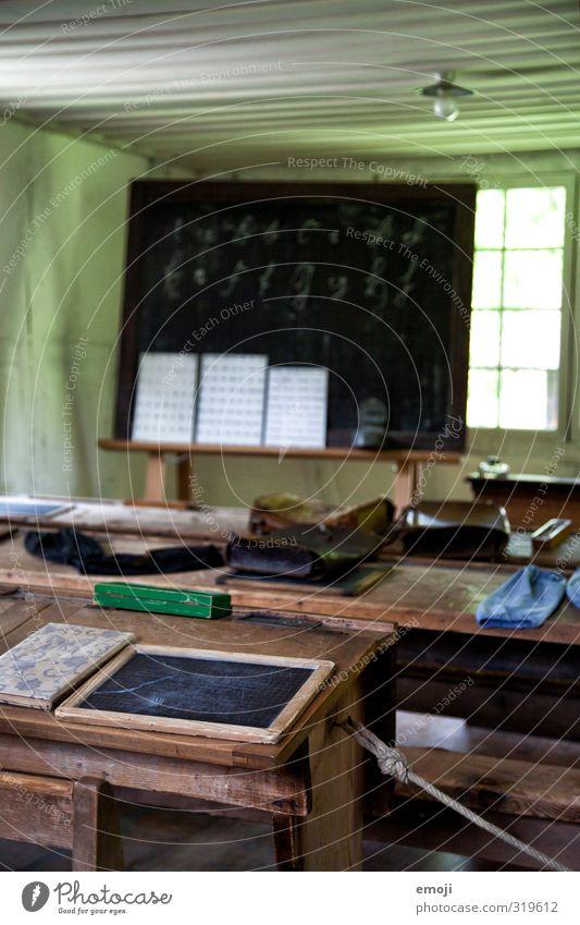 old school Museum Schule Tafel Rednerpult Haus Schreibwaren alt Originalität retro Farbfoto Innenaufnahme Menschenleer Tag Schwache Tiefenschärfe