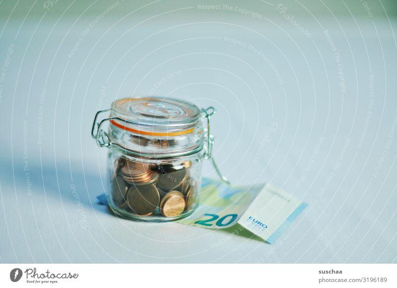 magere ersparnis sparen Ersparnis Spardose Geld Geldmünzen Euro Cent Bargeld Geldscheine Einmachglas geizig Geldnot schlechte Zeiten Finanzkrise Notgrosschen
