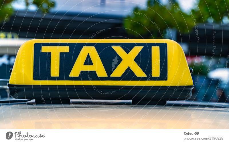 Taxi Schild Business Taxistand Stadtzentrum Personenverkehr Straßenverkehr Autofahren PKW Ferien & Urlaub & Reisen gelb schwarz Großstadt Europa Deutschland