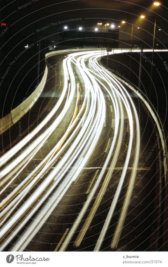A 100 Nacht Autobahn Langzeitbelichtung Licht Straße Geschwindigtkeit