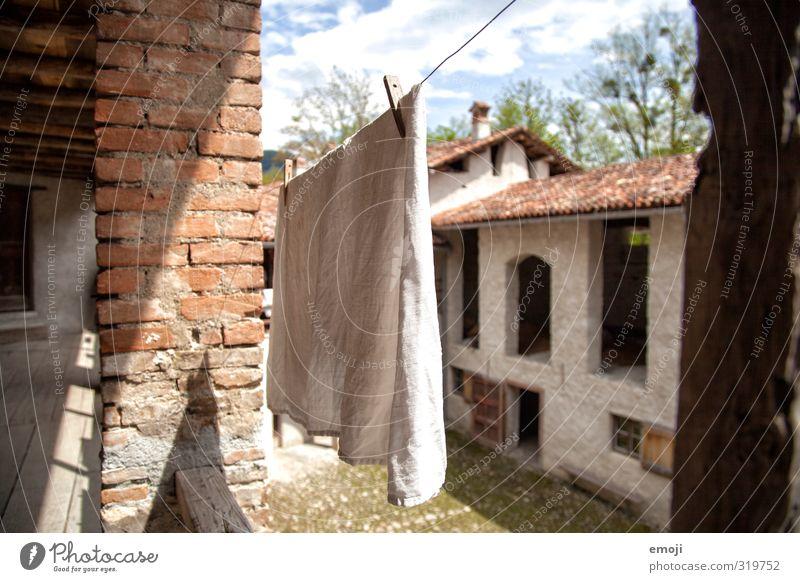 Brise alt Haus Wand Wärme Mauer Wind Platz Dorf Hütte Wäsche trocknen Wäscheleine