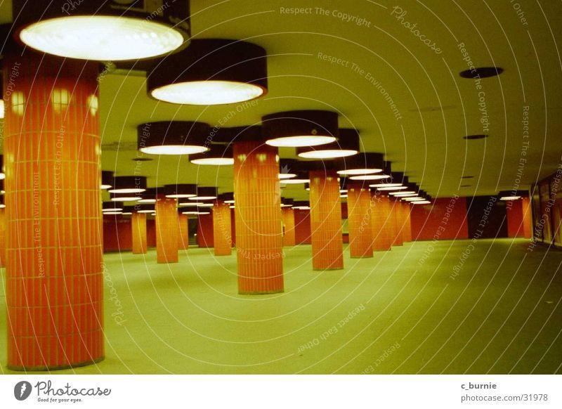 underground Einsamkeit Verkehr unten Durchgang Unterführung