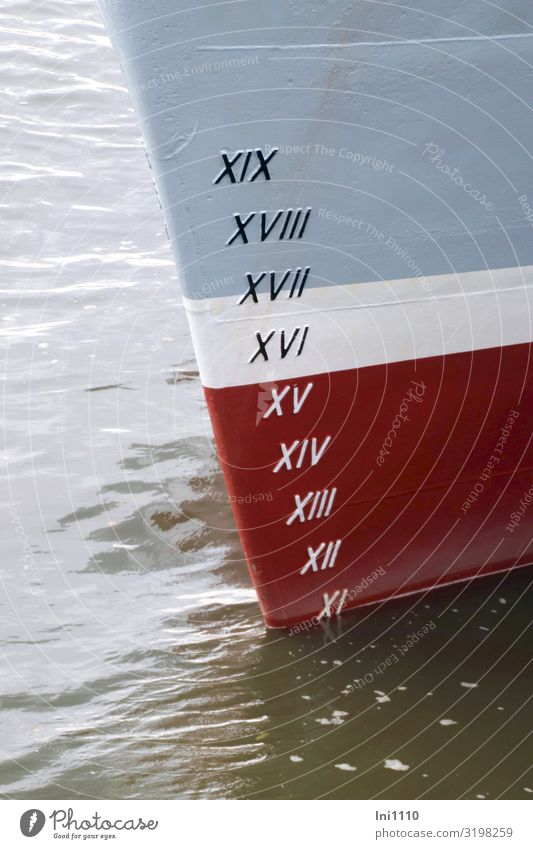 Wasserstand | UT Hamburg Messinstrument Industrie Herbst Flussufer Hafenstadt Schifffahrt Binnenschifffahrt Containerschiff blau rot schwarz weiß Tiefgang Ferne