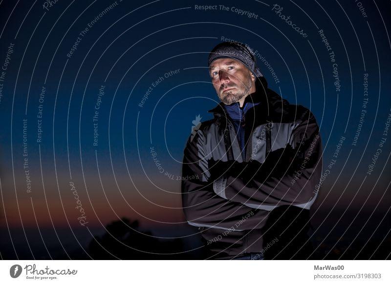 The dark side of me Mensch maskulin Mann Erwachsene 1 30-45 Jahre Nachthimmel Jacke Kopftuch bedrohlich Coolness dunkel eckig kalt rebellisch blau schwarz