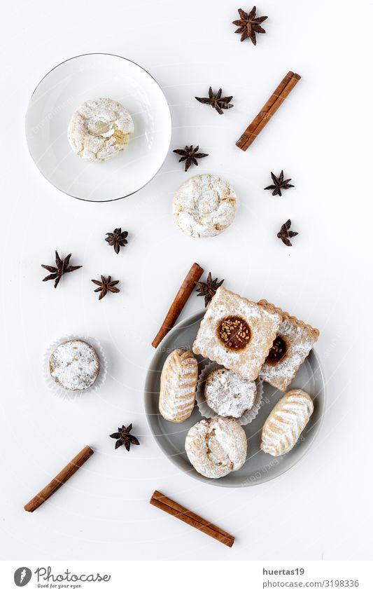 Frisch gebackenes traditionelles Gebäck mit Tee Lebensmittel Dessert Süßwaren Frühstück Getränk Teller Schalen & Schüsseln Lifestyle elegant Feste & Feiern