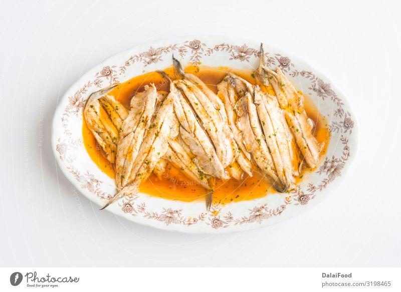 Sardinen mariniert typische gesunde Tapas aus Spanien Meeresfrüchte Mittagessen Abendessen Diät Teller Gastronomie frisch weiß Anchovis Amuse-Gueule aromatisch