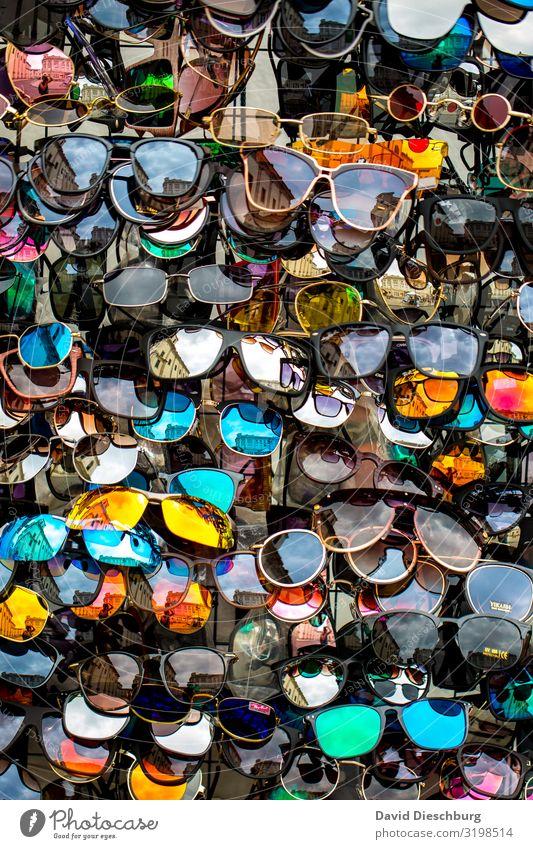 Qual der Wahl Ferien & Urlaub & Reisen Tourismus Mode Accessoire Sonnenbrille Kunststoff mehrfarbig Beratung Design Dienstleistungsgewerbe Hochformat