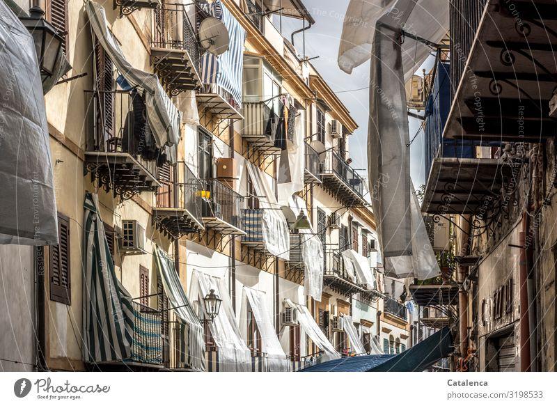 Verhangen Palermo Sizilien Italien Europa Stadt Hauptstadt Hafenstadt Altstadt Haus Bauwerk Gebäude Architektur Mauer Wand Fassade Balkon Fenster