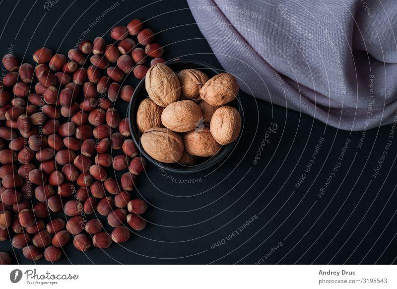 Haselnuss isoliert auf schwarzem Hintergrund. Satz oder Sammlung. Lebensmittel Dessert Bioprodukte Vegetarische Ernährung Diät Fasten Fingerfood Kakao Kaffee