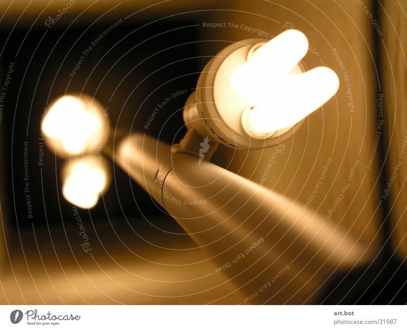 Licht - ungeschirmt Lampe Häusliches Leben Glühlbirne Nahaufnahme