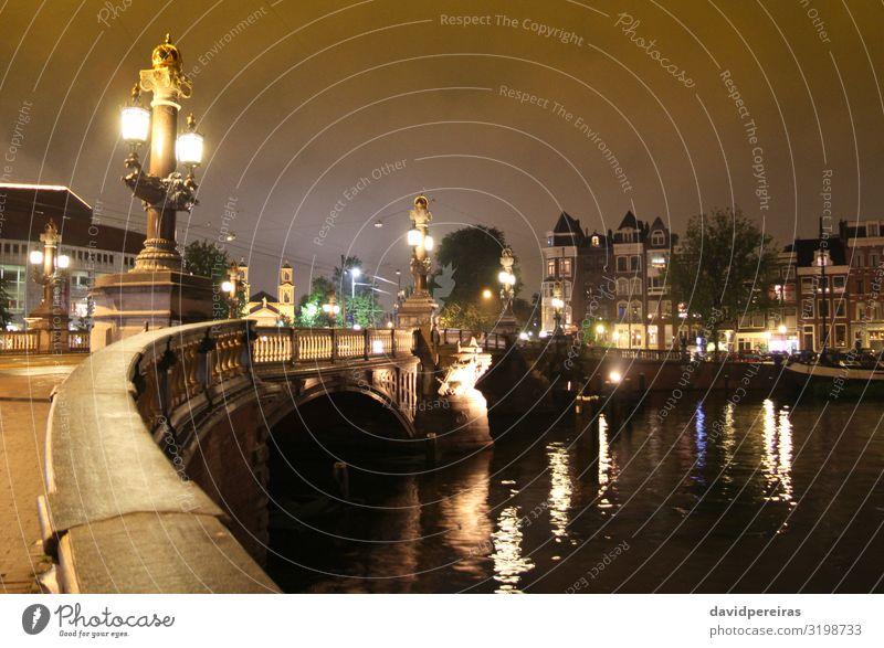 Brücke über die Amstel bei Nacht in Amsterdam Ferien & Urlaub & Reisen Tourismus Haus Fluss Stadt Gebäude Architektur Straße alt gelb Blauwbrug Felsbogen