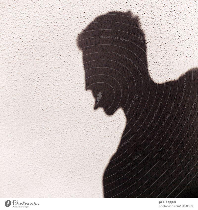 –: Freizeit & Hobby Mensch maskulin Mann Erwachsene Kopf Gesicht Zunge 1 Mauer Wand Ornament frech Schwarzweißfoto Außenaufnahme Schatten Silhouette Totale