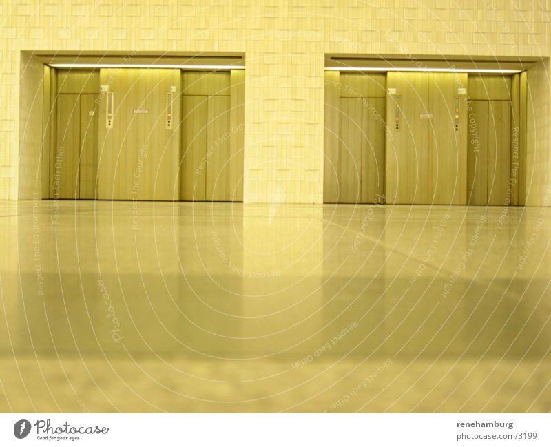 2 elevators Fahrstuhl retro Architektur