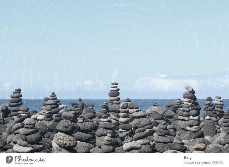 viele aufgetürmte Steinmännchen an der Küste von Teneriffa Ferien & Urlaub & Reisen Tourismus Strand Meer Insel Umwelt Natur Landschaft Wasser Himmel