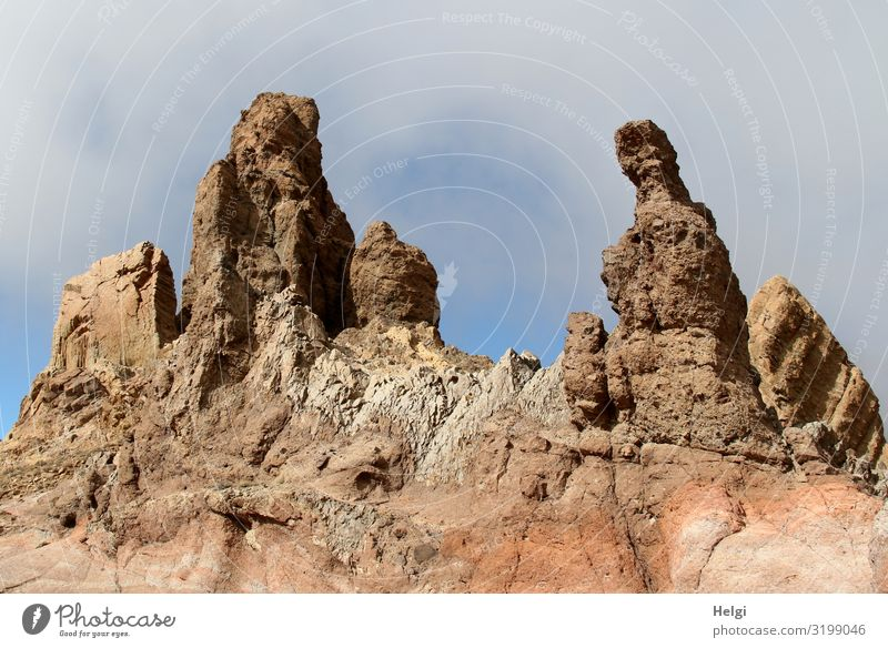bizarre Felsformationen bei Sonnenschein und wolkigem Himmel im Teide-Nationalpark auf  Teneriffa Ferien & Urlaub & Reisen Tourismus Umwelt Natur Landschaft