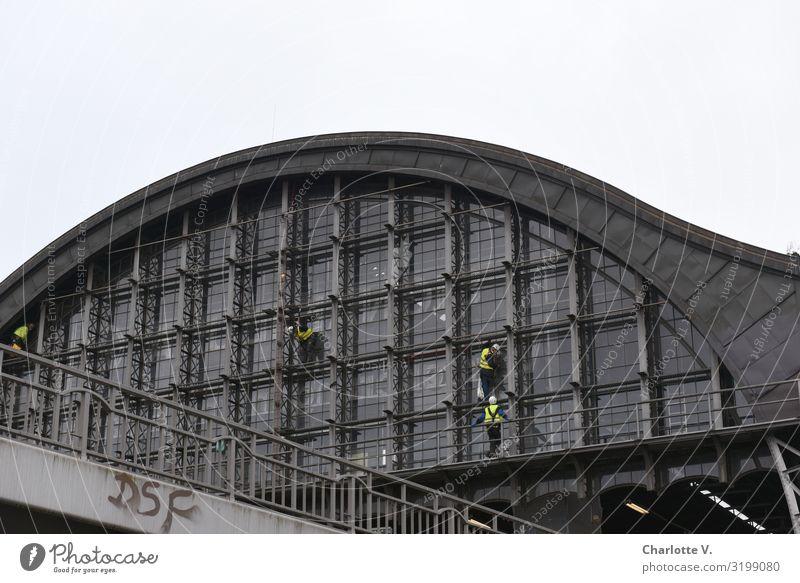 Putzkolonne | UT HH19 Mensch Stadt Fenster Erwachsene Leben Gebäude Fassade grau Arbeit & Erwerbstätigkeit maskulin Metall Kommunizieren Glas 45-60 Jahre