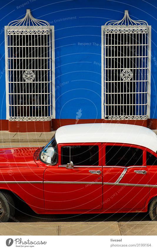 Rotes Auto vor blauer Wand geparkt, Sancti Spiritus - Kuba Lifestyle Ferien & Urlaub & Reisen Tourismus Ausflug Insel Haus Dekoration & Verzierung Kunst Dorf