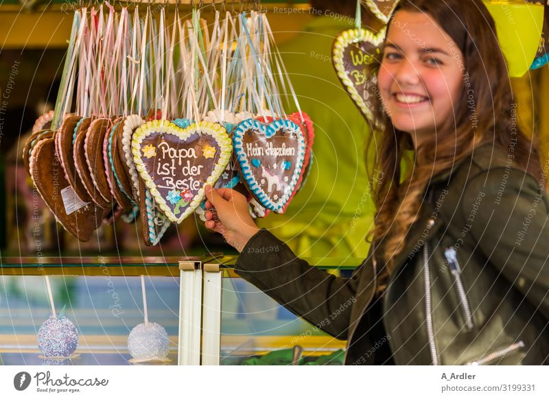 Papa ist der Beste Lebensmittel Süßwaren Lebkuchenherzen Ernährung kaufen harmonisch ausgehen Feste & Feiern Jahrmarkt feminin Junge Frau Jugendliche 1 Mensch