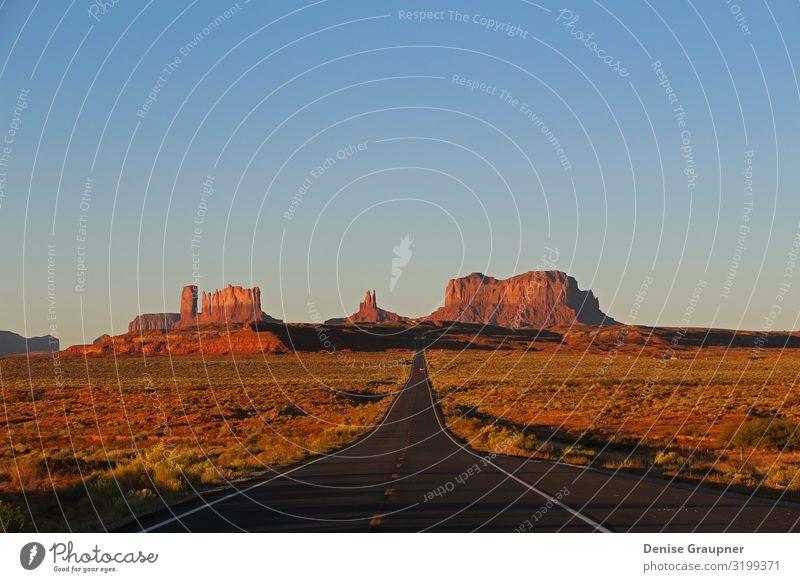 Monument Valley at Sunset in Utah Ferien & Urlaub & Reisen Umwelt Natur Landschaft Sand Klima Klimawandel Wetter Schönes Wetter Park Berge u. Gebirge Schlucht