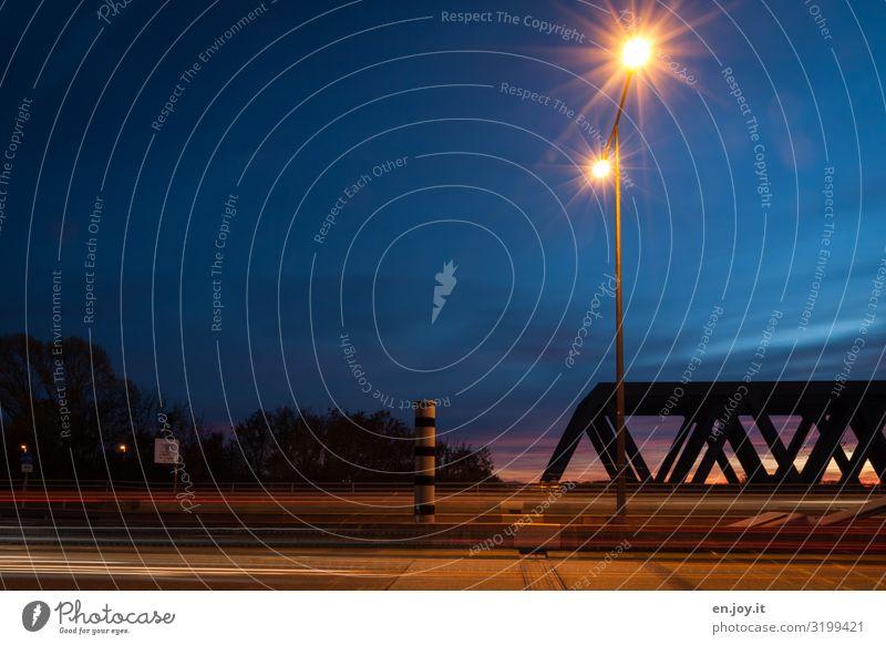 Tempolimit Fotokamera Messinstrument Technik & Technologie Energiewirtschaft Himmel Verkehr Verkehrswege Straßenverkehr leuchten blau Geschwindigkeit Klima